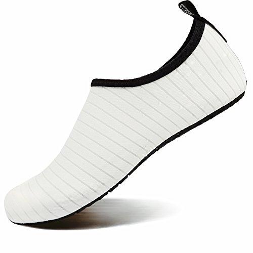 VIFUUR Wassersport Schuhe Barfuß Quick-Dry Aqua Yoga Socken Slip-on für Männer Frauen Kinder Weiß EU44/45