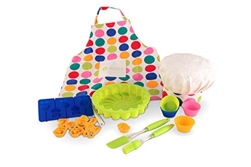 Juego de repostería creativa para niños: : Un delantal y un gorro de cocinero, un molde para bizcochos, un molde para piruletas, cuatro moldes de cupcakes, espátula y pincel y 10 cortagalletas.