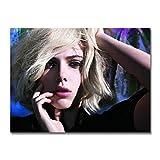 WSHIYI Stampa su Tela da Parete in Seta Bellissimi Occhi con Capelli biondi Corti Scarlett Johansson Poster per la Decorazione della stanza-60x80 cm (23,6x31,5 Pollici) Senza Cornice