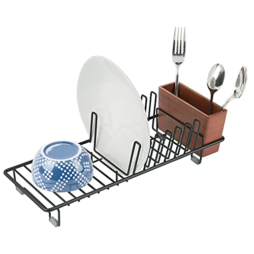 mDesign Escurridor de vajilla de metal – Rejilla escurreplatos para encimera o fregadero – Bandeja escurridora con cubertero de 3 compartimentos de bambú – negro y cerezo