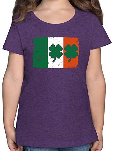Städte & Länder Kind - Irische Flagge mit Kleeblättern - 128 (7/8 Jahre) - Lila Meliert - Rundhals - F131K - Mädchen Kinder T-Shirt