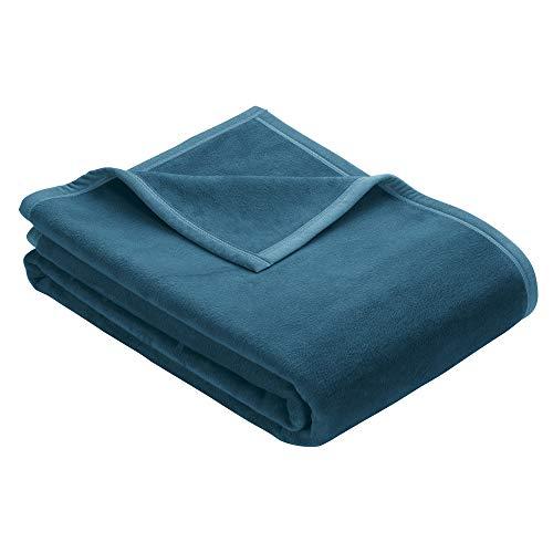 Ibena Berlin Wolldecke 150x200 cm - Premium Kuscheldecke Petrol, hochwertige Markenqualität aus pflegeleichter Baumwollmischung mit eingenähtem Kunstlederpatch