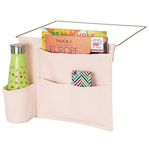 mDesign - Organizador para mesita de noche, diseño delgado que ahorra espacio, 4 bolsillos, lona de algodón pesado, sostiene botellas de agua, libros, revistas, color rosa claro