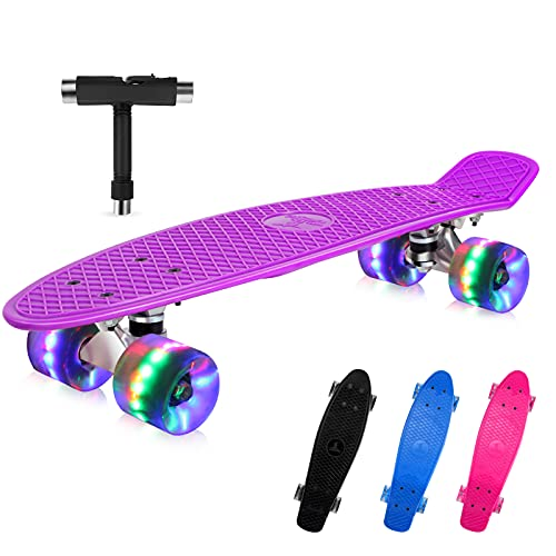 BELEEV Skateboard 55cm/22inch para Principiantes Adultos y Niños, Mini Cruiser Retro Skateboard con All-in-One Skate T-Tool, Skateboard con 4 LED PU Ruedas(Purple)