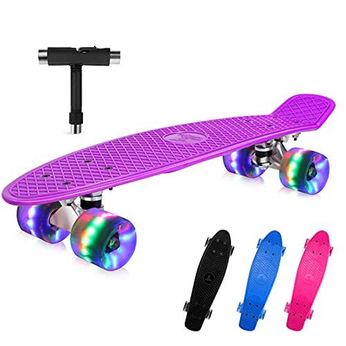 BELEEV Skateboard 22 Zoll Komplette Mini Cruiser Skateboard für Kinder Jugendliche Erwachsene, Led Leuchtrollen mit All-in-one Skate T-Tool für Anfänger(Violett)