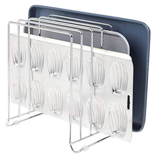 mDesign Porta padelle e teglie in Metallo - Compatto Porta coperchi pentole per la credenza della Cucina - Portacoperchi salvaspazio per stoviglie - Argento