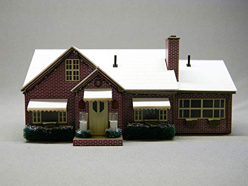 Lionel 684795 Plug-Expand-Play Deluxe Christmas House, O Gauge, Red, White, Green, Brown, Yellow