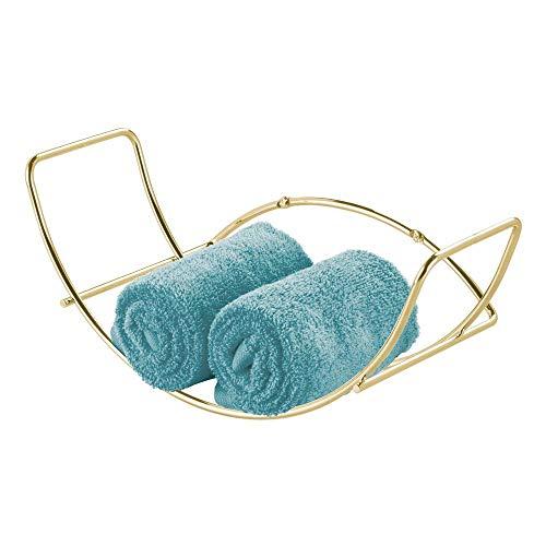 mDesign Handtuchhalter für das Badezimmer – Wandregal Handtuchständer aus Metall – ideal für Badzubehör wie Handtücher, Waschlappen und Co. – einfache Montage – messingfarben