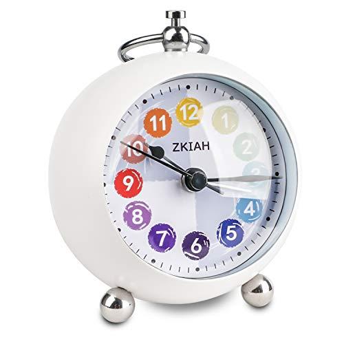 ZKIAH Reloj Despertador Infantil Niño Niña, Despertador de Viaje Originales de Fútbol para Dormitorio sin tictac con Luz Nocturna Despertador Pilas (Blanco)