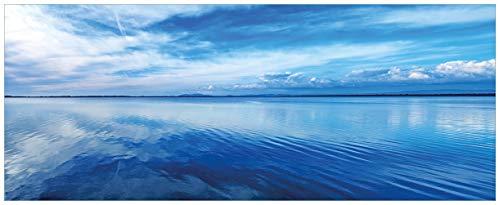 Wallario Acrylglasbild XXL Blaue Meeresbucht in Italien mit Spiegelung im Wasser - 80 x 200 cm in Premium-Qualität: Brillante Farben, freischwebende Optik