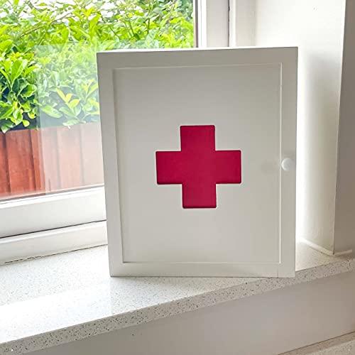 Caja de primeros auxilios montada en la pared blanca de la medicina de la farmacia