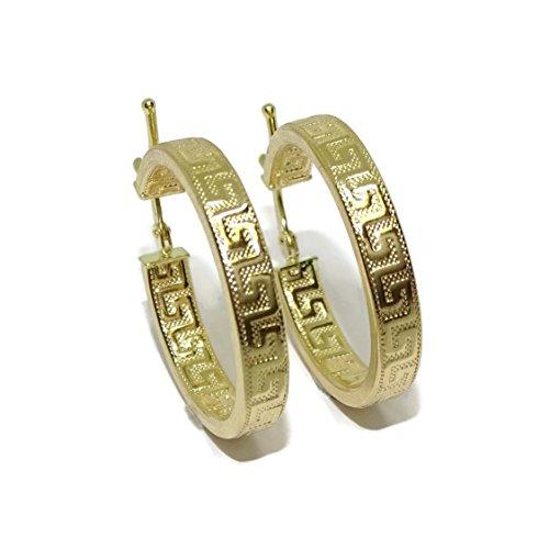 Pendientes de aro de oro amarillo de 18k con greca, tubo cuadrado de 4mm y 2.2cm de diámetro exterior. Cierre fácil click
