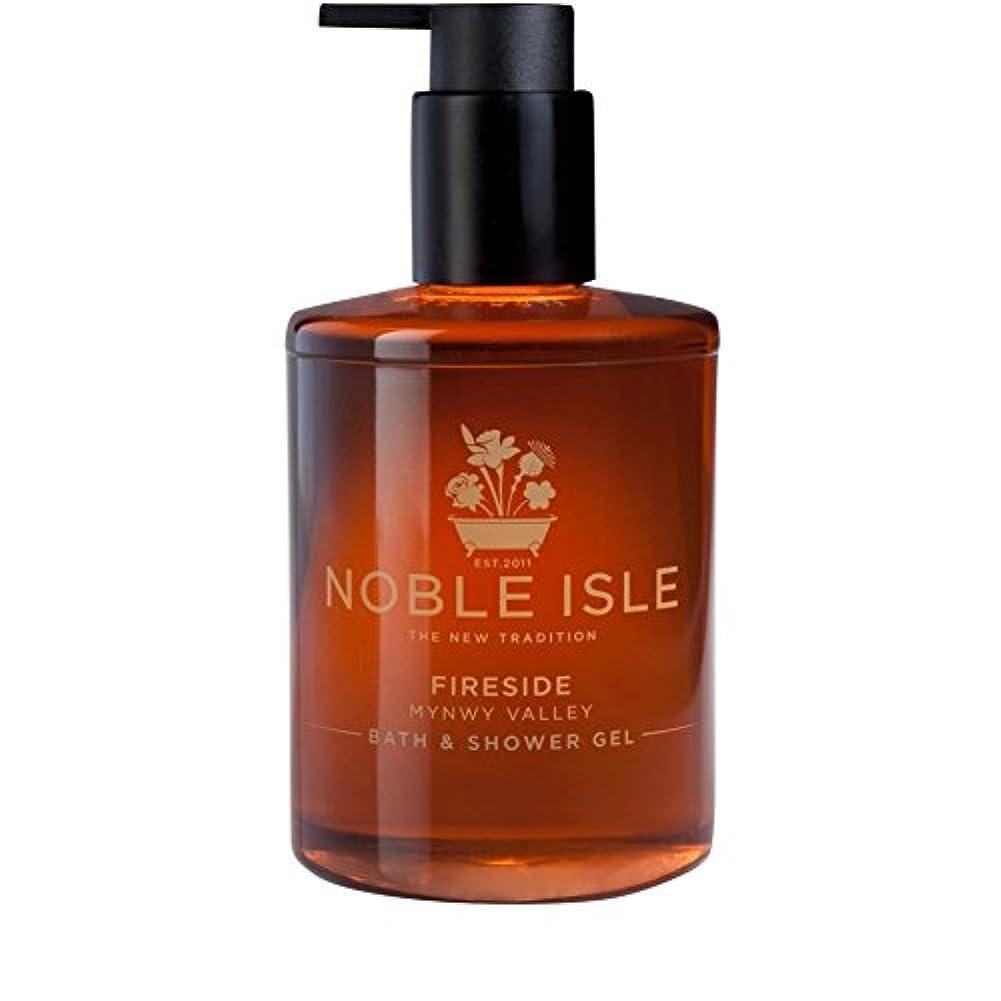 ごちそう待って広々高貴な島暖炉バスタブとシャワージェル250ミリリットル x4 - Noble Isle Fireside Bath and Shower Gel 250ml (Pack of 4) [並行輸入品]