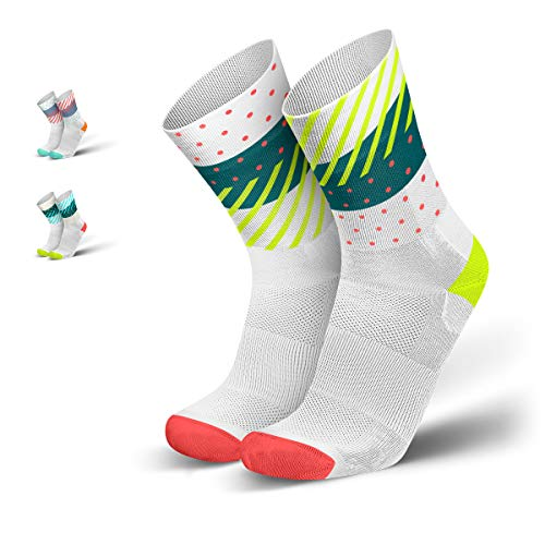 INCYLENCE Wildness Sportsocken lang, leichte Running Socks, atmungsaktive Funktionssocken mit Anti-Blasen Schutz, Socken, weiß, petrol, neon-gelb, 43-46