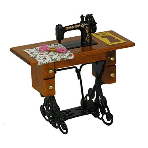 TOOGOO(R) Weinlese Miniatur Puppenhaus Naehmaschine mit Stoff NEU IM KASTEN 1/12 Massstab