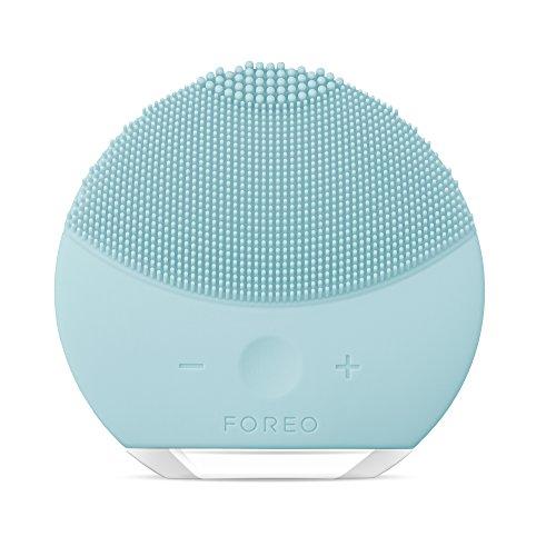 LUNA mini 2 de FOREO es el limpiador facial con modo anti-edad. Un cepillo facial sónico de silicona, para todo tipo de piel |Mint| Recargable a través USB