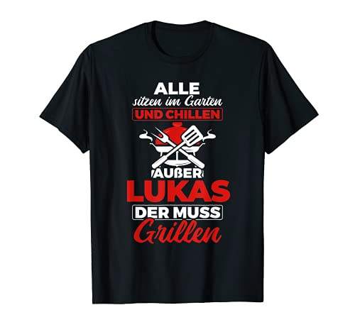 Herren Alle Sitzen Im Garten Und Chillen Lukas Muss Grillen T-Shirt