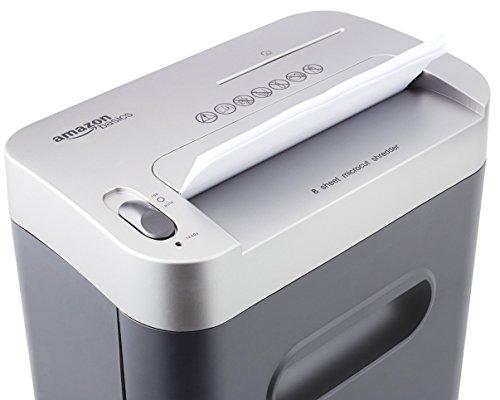AmazonBasics Destructeur de Documents/Cartes de crédit, CD et cartes bancaires, lames micro coupe et corbeille amovible, 7 à 8 feuilles