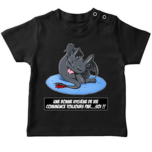 OKIWOKI baby-T-shirt, zwart, parodische draak, krokmou van de drag: een goede hygiëne van het leven, begin altijd bij zich (Parodie Dragons)