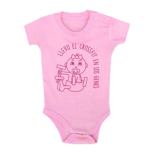 Body bebé Crossfit. Bebé crossfitter. Regalo bebé. Regalos para bebés. Regalo divertido. Regalo original. Bebé friki. Regalo friki. Body friki. Body bebé algodón. Manga corta. (Rosa, 6 meses)
