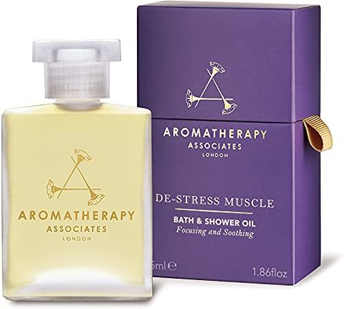 Aromatherapy Associates De-Stress Muscle Bain Et Douche Huile 55 ml. Plongez les muscles surmenés dans les huiles essentielles réchauffantes et apaisantes de romarin, de gingembre réchauffant et de poivre noir revigorant.