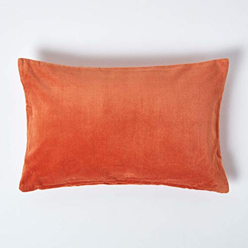 HOMESCAPES Burnt Orange Velvet Cushion Cover Super Soft Cotton Velvet Luxury Scatter Cushion Rectangle Plain Accent Throw Pillow for Sofa and Bed Decoration with Hidden Zipper, 30 x 50 cm