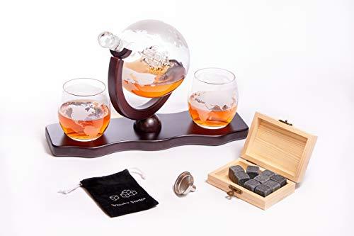 Whiskey Dekanter Karaffe Set - Globus Karaffe aus Glas 850 ml - inklusive 2 Whisky Gläser mit 9 Whiskysteinen - Whiskey-Weltkugel mit Schiff - Geschenkset - Geschenke für Männer, zum Vatertag