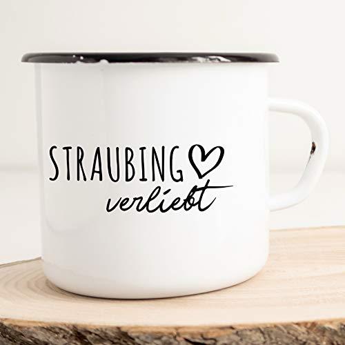 HELLWEG DRUCKEREI Emaille Tasse Straubing Verliebt Geschenk Idee für Frauen und Männer 300ml Retro Vintage Kaffee-Becher Weiß mit Stadt Namen für Freunde und Kollegen
