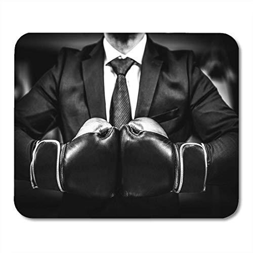 Mauspads geschäftsmann mit boxhandschuhen ist bereit für corporate battle man in anzug und krawatte halten kampf zusammen mauspad für notebooks, Desktop-computer matten büromaterial