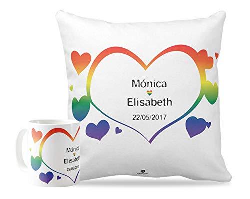 Getsingular Pack Taza + cojín Personalizados con Nombres para Enamorados y San Valentín | Cojín de 40 x 40 cm + Taza de Desayuno de cerámia Diseño Personalizado con Nombres - LGTBI Corazón