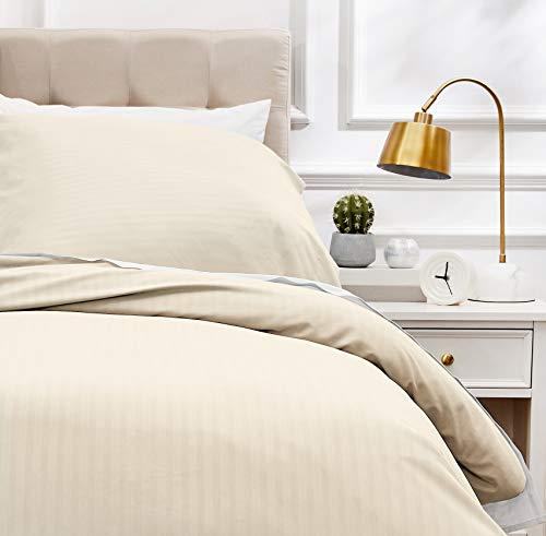 Amazon Basics - Deluxe-Bettwäsche-Set aus Mikrofaser, 135 x 200 cm, beige