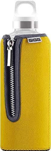 SIGG Stella Yellow Trinkflasche (0.5 L), schadstofffreie und auslaufsichere Trinkflasche, moderne Trinkflasche aus Glas mit Neoprenüberzug