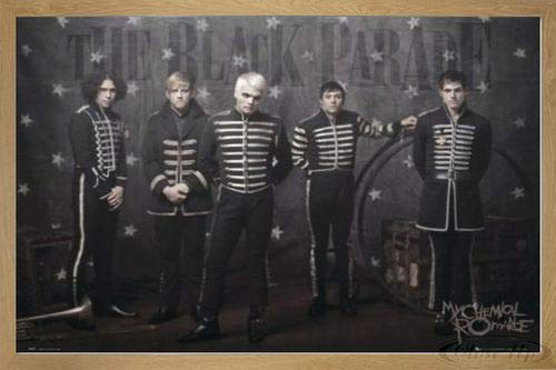 Close Up My Chemical Romance Poster (96,5x66 cm) gerahmt in: Rahmen Eiche
