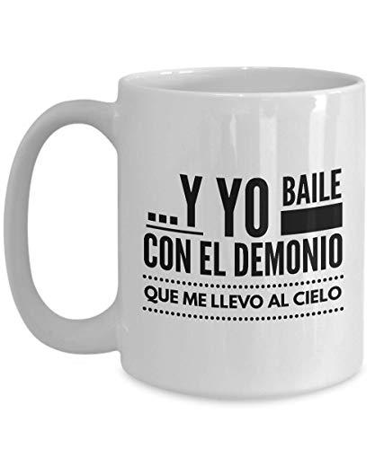 Taza de café Entertainer de 15 onzas – Yo Baile con El Demonio – Cita única española idea de regalo para actor comediante escritor novia novio amigos