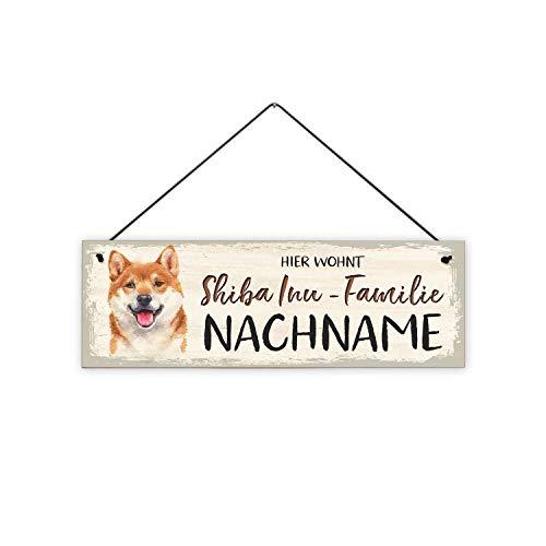 Fashionalarm Holzschild - Hier wohnt Shiba Inu-Familie Bedruckt mit Spruch | Tür-Schild personalisiert Nachname Geschenk Hunde-Besitzer, ca. 30x10 cm, 8 mm