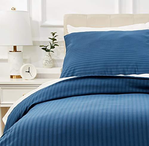 Amazon Basics - Deluxe-Bettwäsche-Set aus Mikrofaser, 135 x 200 cm, Marineblau