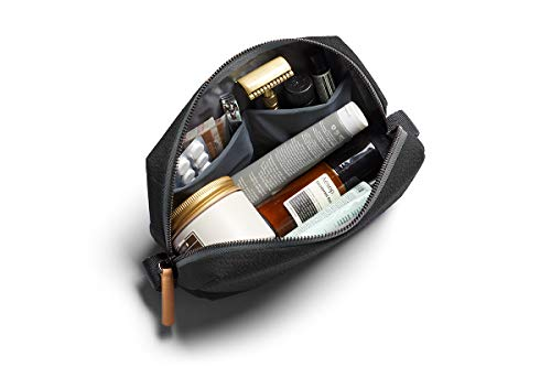 Bellroy Dopp Kit, wasserabweisender Kulturbeutel für Reisen (Hygieneartikel, Parfum, Rasierer, Haarbürste, Zahnbürste) - Charcoal
