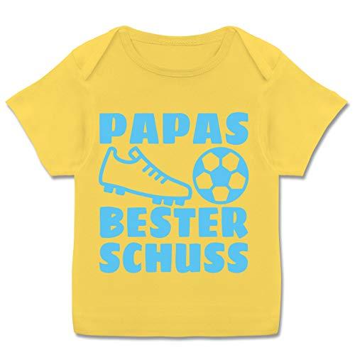 Vatertagsgeschenk Tochter & Sohn Baby - Papas Bester Treffer mit Fussball - hellblau - 68-74 - Gelb - Fußballschuh - E110B - Kurzarm Baby-Shirt für Jungen und Mädchen