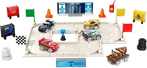 Disney Pixar Cars Calendrier de l'avent, 5 mini-voitures, des accessoires et des surprises, pour enfants dès 3 ans, GPG11
