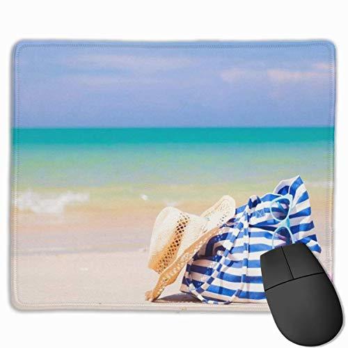 Niedliches Gaming-Mauspad, Schreibtisch-Mauspad, kleines Mauspad für Laptop-Computer, Strandtasche-Sonnenbrille der Mattenmatte und Hut am tropischen Strand Thailand Khaol Lak