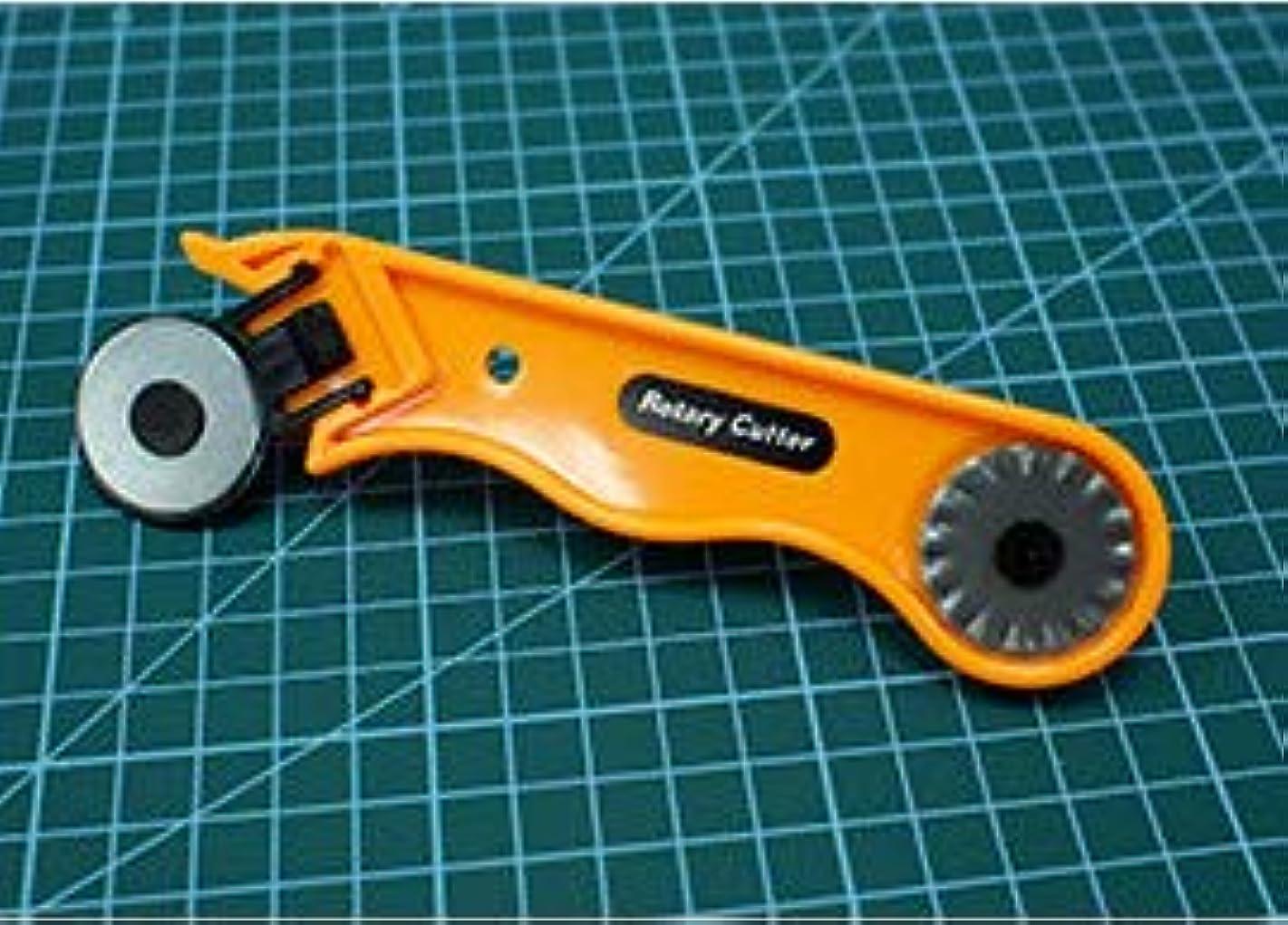 GadgetStation24 Roller Cutter + 3 Blades + Cutting Mat