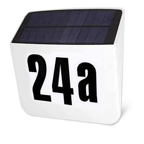 Navaris LED Solar Hausnummer Schild - mit Nummer Stickerset - 24,8x6,8x23cm - beleuchtetes Hausnummerschild - Dämmerungsschalter - Hausnummernleuchte