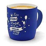 printplanet - Kaffeebecher mit Ort/Stadt Schönwald graviert - SoftTouch Tasse mit Gravur Design Keine Frau ist Ideal, Aber. - Matt-gummierte Oberfläche - Farbe Blau
