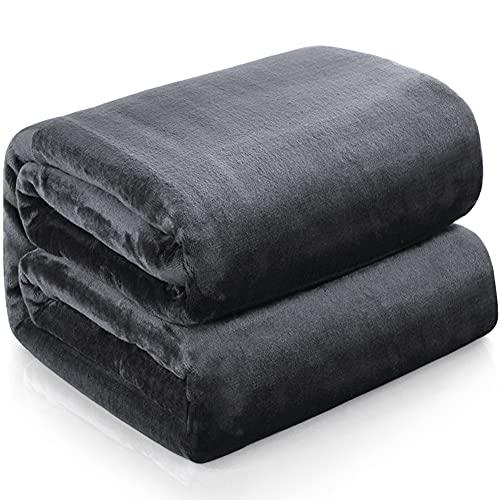 Familybox Mantas para Sofás de Franela, Mantas Ligeras Mantas para Cama de Reversible de Microfibre Extra Suave (Gris Oscuro, 150×200cm)