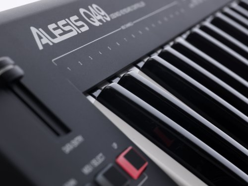 Alesis Q49 – Clavier Maître MIDI USB avec 49 Touches Sensibles à La Vélocité, Molettes de Pitch et de Modulation, et Ableton Live Lite et Xpand!2 d'AIR Music Technology Inclus
