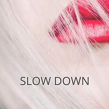 SlowDown (feat. Rochelle & Roxiiereese)