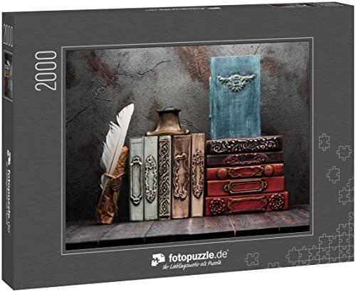 """fotopuzzle.de: Puzzle 2000 Teile """"Alte Bücher, Manuskripte und EIN antikes Tintenfass auf einem Regal"""""""