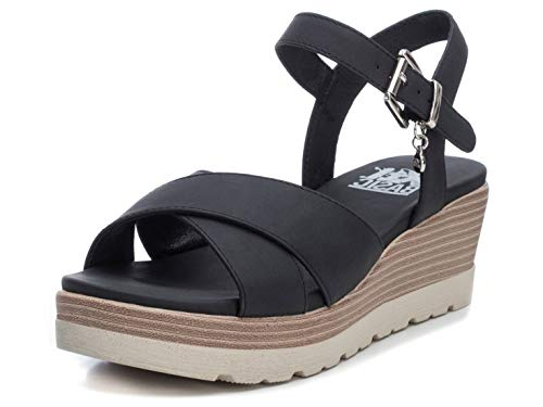 XTI - Sandalia de Cuña para Mujer - Sandalia con Tira y Cierre de Hebilla - Tacón 6 cm - Color Negro - Talla 38