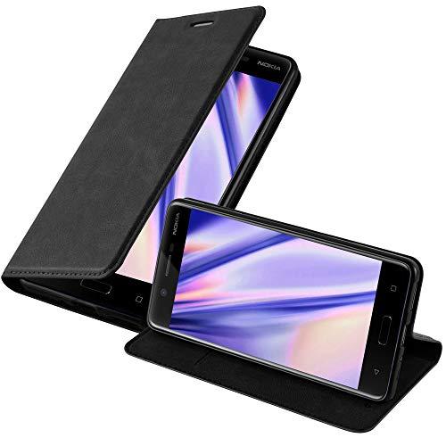 Cadorabo Hülle für Nokia 5-2017 - Hülle in Nacht SCHWARZ – Handyhülle mit Magnetverschluss, Standfunktion & Kartenfach - Hülle Cover Schutzhülle Etui Tasche Book Klapp Style