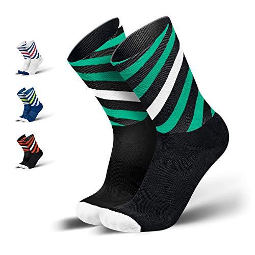 INCYLENCE Curls Sportsocken lang, leichte Running Socks mit Anti-Blasenschutz, atmungsaktive Laufsocken, Compression Socks, schwarz grün weiß, 43-46